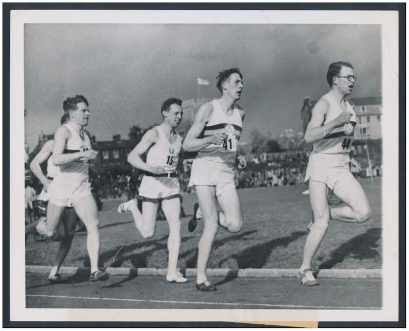 Black and white photograph of the 1954 race in which Roger Bannister broke the four-minute mile.